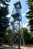 De toren van de Totensteinmening in het Rabenstein-bos stock afbeeldingen
