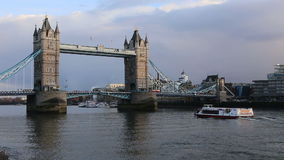De torenbrug van Londen stock video