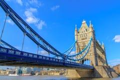 De Torenbrug van Londen bij Rivier Theems Stock Foto