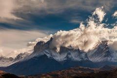De torens van Cuernos bij dageraad Torres del Paine, Argentinië Stock Afbeeldingen