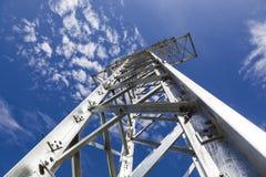 De torens van de elektriciteitstransmissie zonder draden Stock Foto's