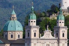 De Torens van de Kathedraal van Salzburg, Oostenrijk Royalty-vrije Stock Afbeeldingen