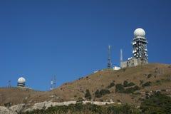 De torens van de radar royalty-vrije stock afbeeldingen