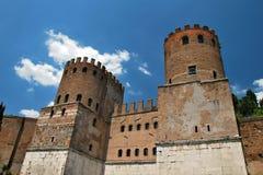 De Torens van de wacht op de de stadsmuren van Rome Stock Foto