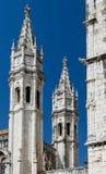 De torens van het Klooster van Jeronimos detailleren, Lissabon, Portugal Stock Foto's
