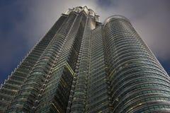 De Torens van Petronas bij Nacht, Kuala Lumpur Stock Foto