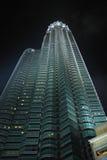 De Torens van Petronas (kant) Stock Foto's