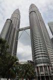 De torens van Petronas in Kuala Lumpur Stock Foto's