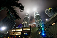 De Torens van Petronas - moderne bedrijfsarchitectuur Stock Foto