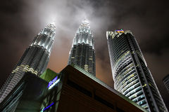 De Torens van Petronas - moderne bedrijfsarchitectuur royalty-vrije stock afbeelding