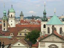 De torens van Praag stock afbeelding