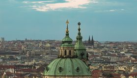 De torens van Praag Historische stad van Praag stock afbeeldingen