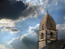 De Torenspits van de steen en Stormachtige Hemel Royalty-vrije Stock Foto