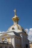 De torenspits van het Paleis van Peterhof royalty-vrije stock afbeeldingen