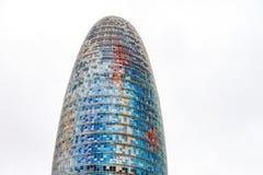 De Torre-Gloriën, vroeger als Torre Agbar in een mooi de herfstlicht worden bekend in Barcelona, Spanje dat royalty-vrije stock foto