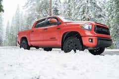 De Toyota FAVORABLE Yosemite día de la nieve de la tundra TRD Imagen de archivo libre de regalías