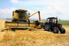 De tractor en combineert stock foto's