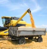 De tractor en combineert stock afbeeldingen