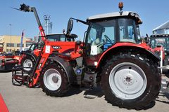 De tractor en het embleem van Masseyferguson royalty-vrije stock foto's