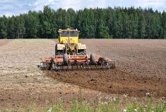 De tractor maakt grond los Royalty-vrije Stock Foto's