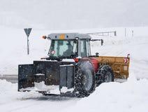 De tractor van de sneeuwploeg Stock Afbeeldingen
