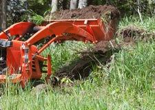De Tractor van het nut met een Volledige Emmer Stock Fotografie