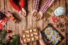 De tradities van de Kerstmisfamilie stock afbeelding