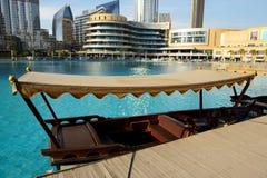 De traditionele Abra-boot voor toeristenvervoer in Doubai de stad in Stock Foto