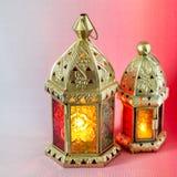 De traditionele Arabische lantaarns staken omhoog voor het vieren van heilige maand van Ramadan aan stock foto's