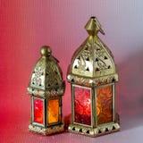 De traditionele Arabische lantaarns staken omhoog voor het vieren van heilige maand van Ramadan aan stock foto