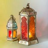 De traditionele Arabische lantaarns staken omhoog voor het vieren van heilige maand van Ramadan aan stock afbeeldingen