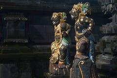 De traditionele Balinese standbeelden van het wachtdemon stock foto