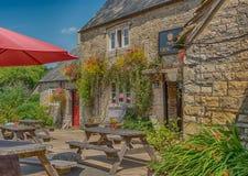 De traditionele Britse Bar van het land in Frampton Mansell in Cotswolds royalty-vrije stock afbeelding