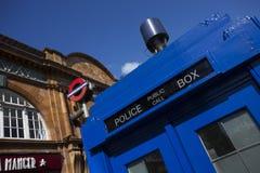 De traditionele Britse openbare doos van de vraagpolitie Royalty-vrije Stock Afbeeldingen
