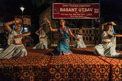 De traditionele dans van India. stock afbeeldingen