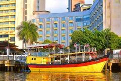 De Traditionele die Boot bij het Hotel wordt geparkeerd royalty-vrije stock foto