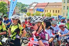 De traditionele Fiets van de fietsconcurrentie voor het leven Raceauto's die wachten te beginnen Stock Fotografie