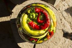 De traditionele gele, groene, rode, hete peper van Jarred Royalty-vrije Stock Foto's