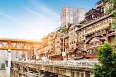 De traditionele huizen van China Chongqing op stelten stock foto