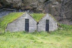 De traditionele Ijslandse Huizen van het Gras Stock Foto's