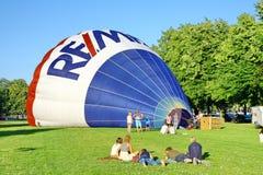 De traditionele lancering van de hete luchtballon Stock Foto