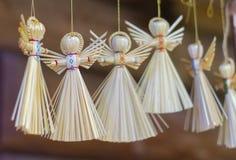 De traditionele met de hand gemaakte gift van de stropop Decoratief engelencijfer royalty-vrije stock foto