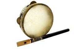 De traditionele muzikale trommel en de fluit van instumentdjembe stock foto
