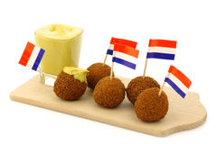 De traditionele Nederlandse geroepen snack bitterballen royalty-vrije stock afbeelding