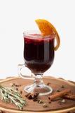 De traditionele overwogen wijn van de de winter hete alcohol dranken met sinaasappel, s royalty-vrije stock fotografie