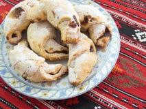 de traditionele Roemeense bollen van dessertcoltunasi cornulete met jam of Turkse verrukking Royalty-vrije Stock Foto's