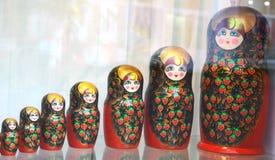 De traditionele Russische herinnering van matryoshkapoppen Stock Foto
