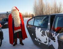 De traditionele Spelen van de Kerstman in Karelië, Rusland Stock Afbeelding