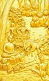 De traditionele Thaise gravure van de stijlkunst van het verhaal van Boedha op tempeldoo Stock Foto
