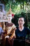 De traditionele Thaise prestaties van de marionettenpop van Ramayana-heldendicht stock foto